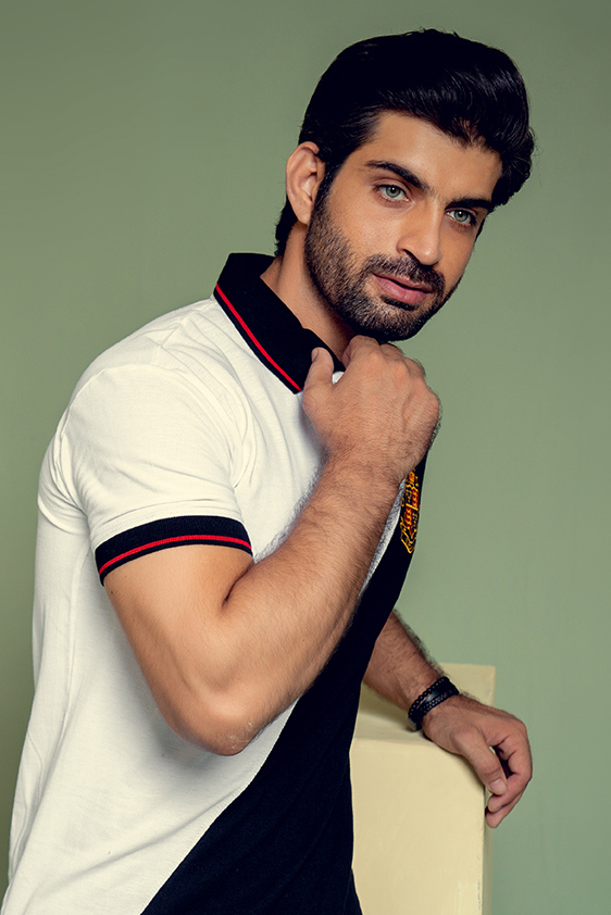 regular-fit-white-with-black-contrast-polo